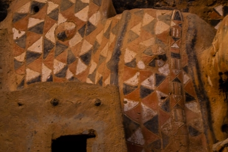 Color patterns on pre-Dogon remains