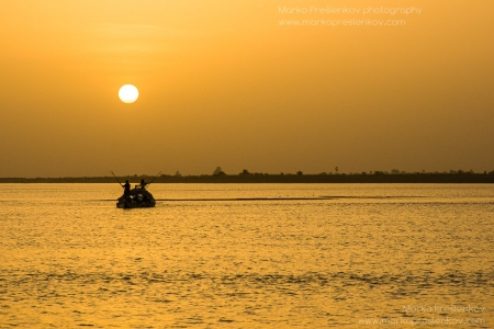 Navigating the Niger river